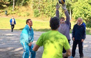 Pallo elää!